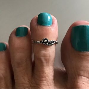 Jewelry - Sterling Silver Rose 🌹 and Leaf 🍃 Toe Ring